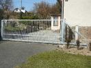 Samonosná brána zinek
